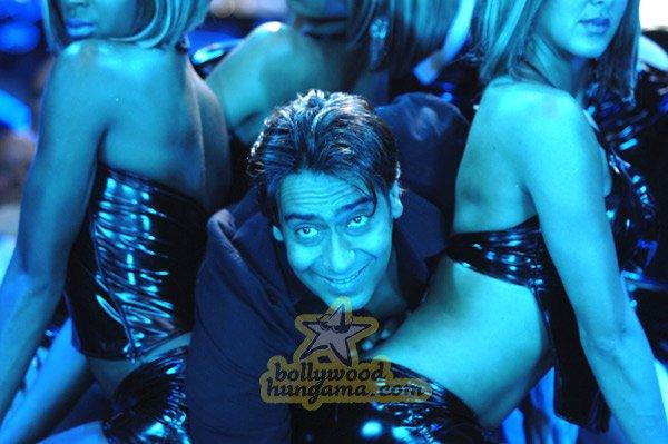 http://i.indiafm.com/stills/07/umeaurhum/still91.jpg