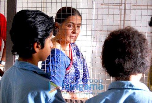 http://i.indiafm.com/stills/09/allahkebanday/still3.jpg