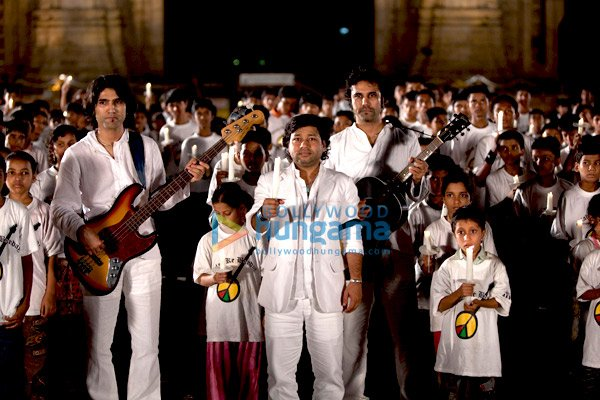 http://i.indiafm.com/stills/09/allahkebanday/still36.jpg