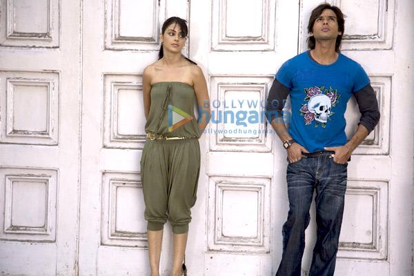 Chance Pe Dance, Shahid Kapoor,Genelia Dsouza,