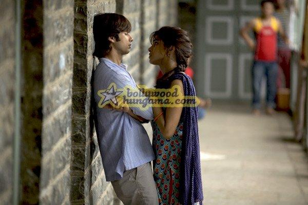 Pareja india aprendiendo sobre el amor
