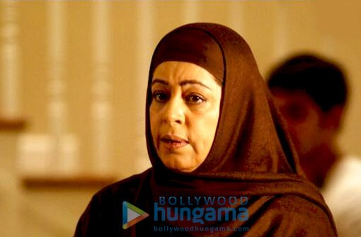 Kurbaan, Saif Ali Khan,Kareena Kapoor,Vivek Oberoi,Dia Mirza,Kirron Kher,Om Puri,Akash Khurana,Nauheed Cyrusi,