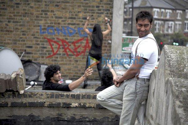 http://i.indiafm.com/stills/09/londondreams/still25.jpg