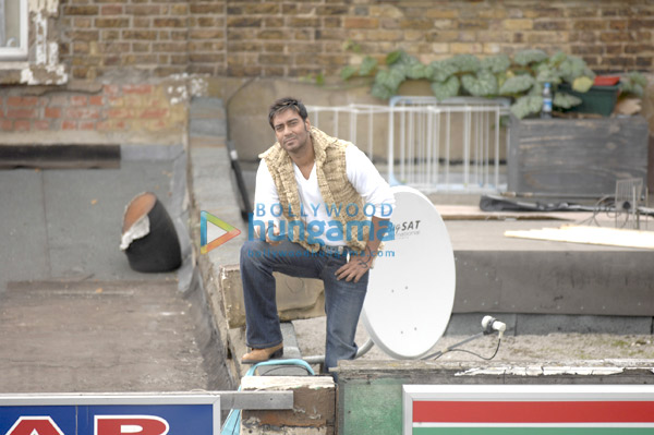 http://i.indiafm.com/stills/09/londondreams/still3.jpg