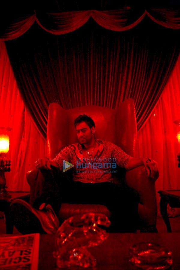 http://i.indiafm.com/stills/09/londondreams/still49.jpg
