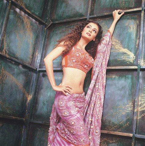 http://i.indiafm.com/stills/celebrities/diamirza/dia1.jpg