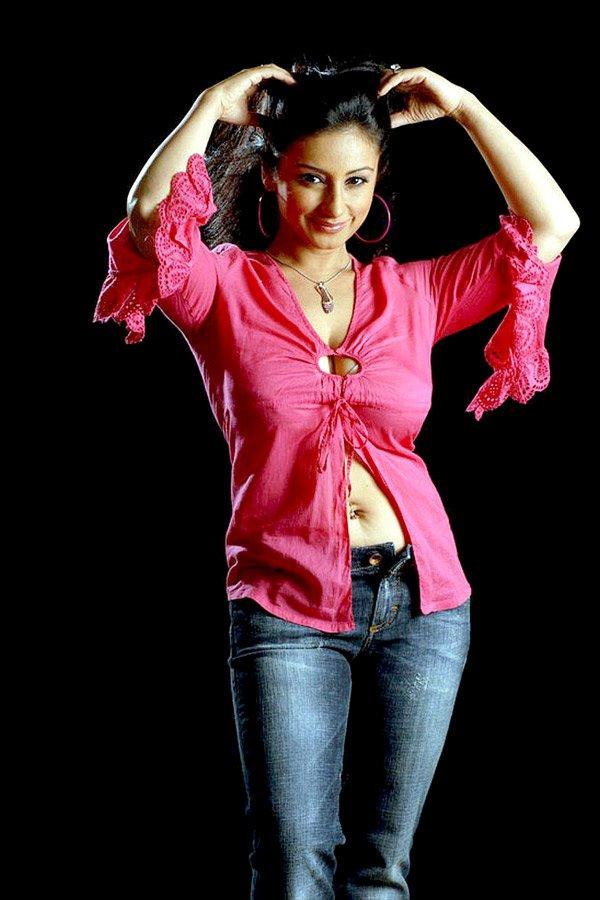 http://i.indiafm.com/stills/celebrities/divyadutta/divya7.jpg