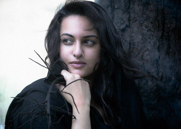 http://i.indiafm.com/stills/celebrities/sonakshisinha/sonakshi10.jpg