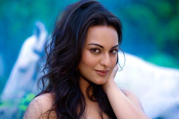 http://i.indiafm.com/stills/celebrities/sonakshisinha/sonakshi11.jpg